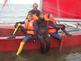 Katamaran Segeltour mit zufriedenen Segelgästen