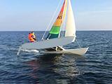 Katamaran segeln bei mehr Wind auf der Ostsee