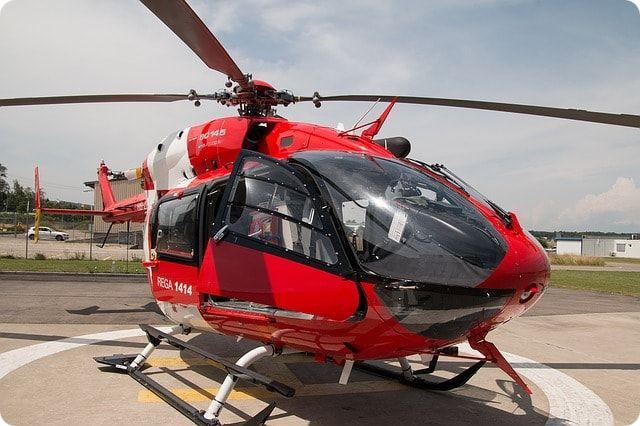 Hubschrauber fliegen bei Rostock