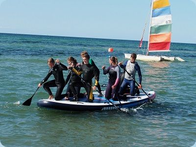 Riesen-Stand-up-Paddling-Teamevent
