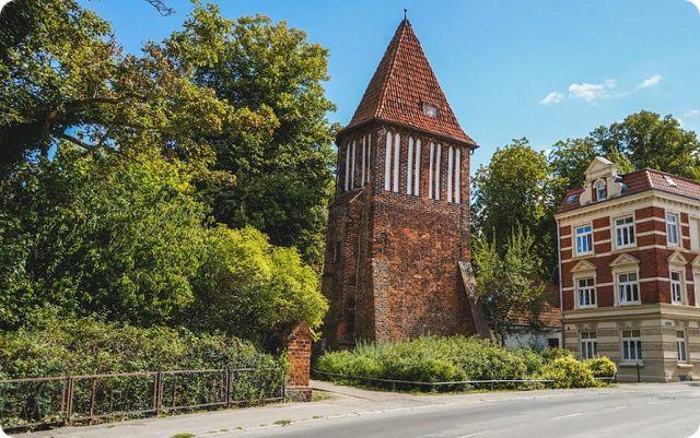 Der alte Wasserturm im Lindengarten.