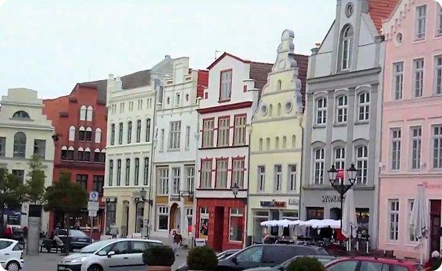 Der historische Marktplatz in Wismar.